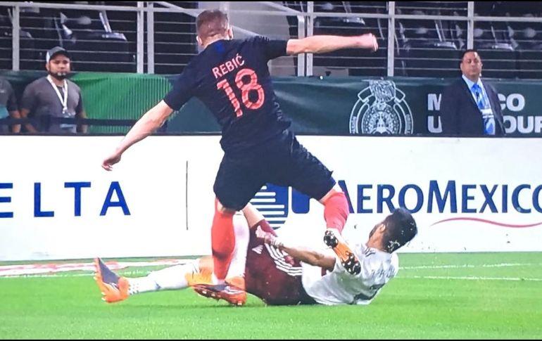 Néstor Araujo sufre grave lesión en amistoso ante Croacia