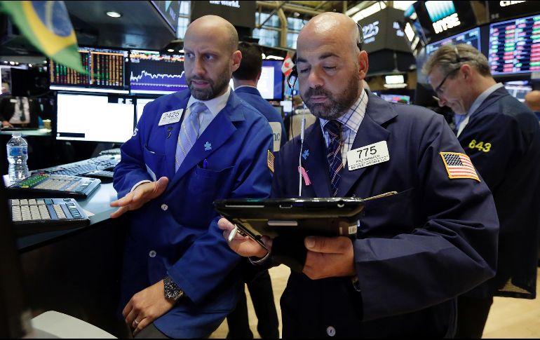 Ola de ventas en sector tecnológico hace caer a Wall Street