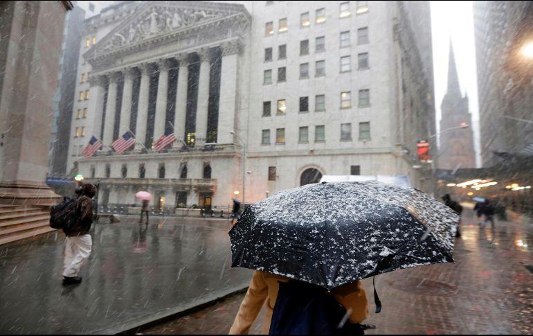 Wall Street abre con pérdidas por tensiones comerciales entre EUA y China