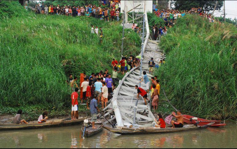 Colapso de puente en la isla de Java deja dos muertos | El ...