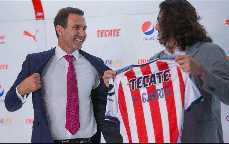 Jugadores de Chivas molestos, exigen pago de premios