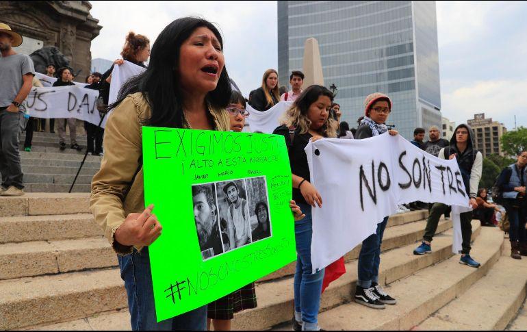 Tras darse a conocer que los estudiantes fueron asesinados y disueltos en ácido, colectivos manifestaron la necesidad de peritajes independientes. SUN / I. Olivares