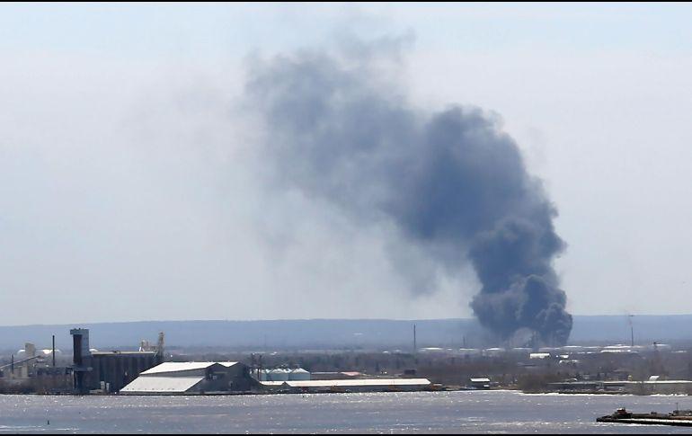 Explota tanque en refinería en Wisconsin; 20 heridos