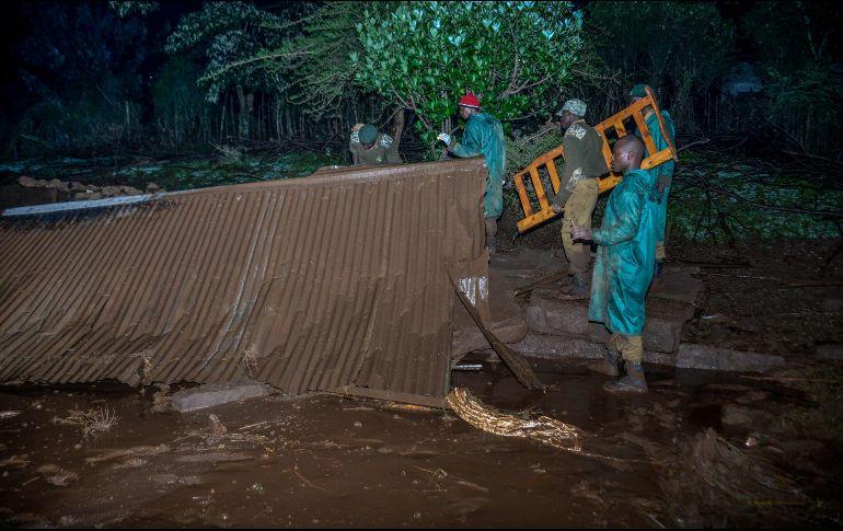 Al menos 32 muertos tras colapso de represa en Kenia