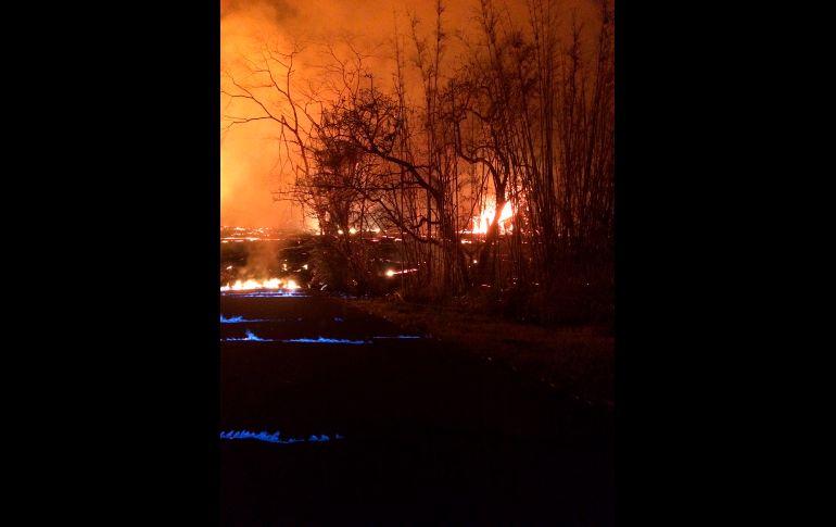Internacionales: Insólito! Llamas azules aparecen en erupción de volcán Kilauea