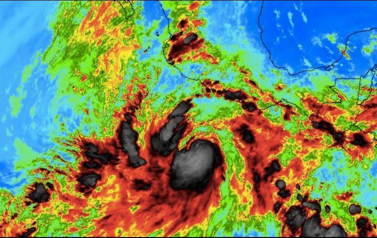 El huracán Bud pierde fuerza frente a la costa mexicana