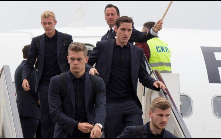 La Selección alemana lucía tranquila al llegar al aeropuerto de Vnúkovo. AP / A. Zemlianichenko