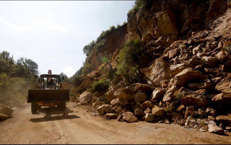 Choque de autobús con una roca deja 17 muertos en Bolivia