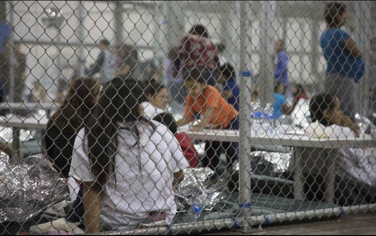 Golpes, grilletes y aislados; abusos a niños migrantes en Virginia