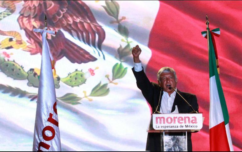 """En el estadio Azteca, Andrés Manuel López Obrador aseguró que """"está a punto de comenzar la cuarta transformación de la historia de México"""". NOTIMEX/F. Estrada"""