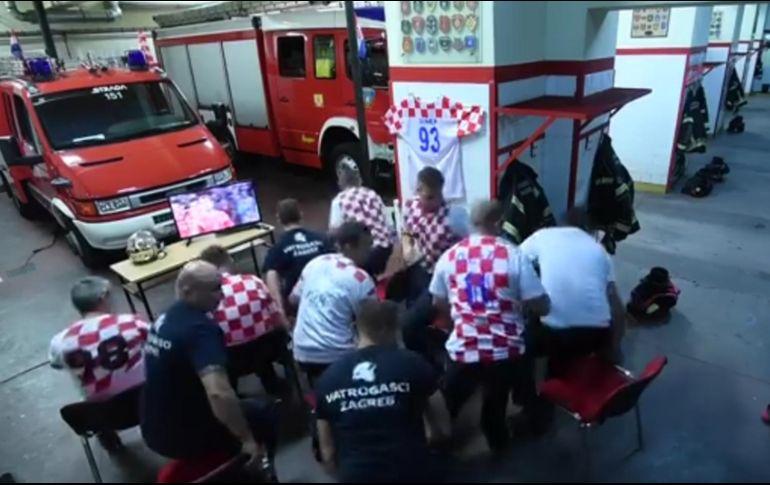 Viral: Reacción de bomberos croatas al sonar alarma en plenos penales