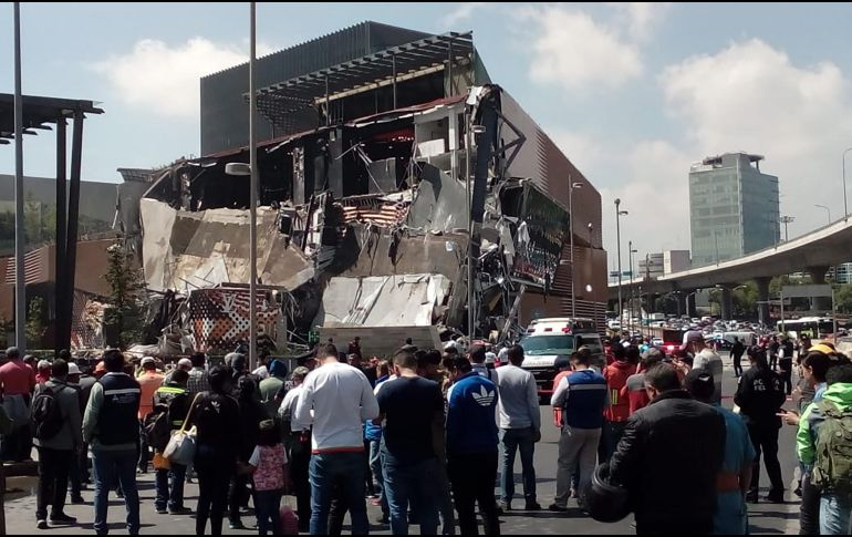 Se desploma parte del Centro Comercial Artz Pedregal — VIDEO