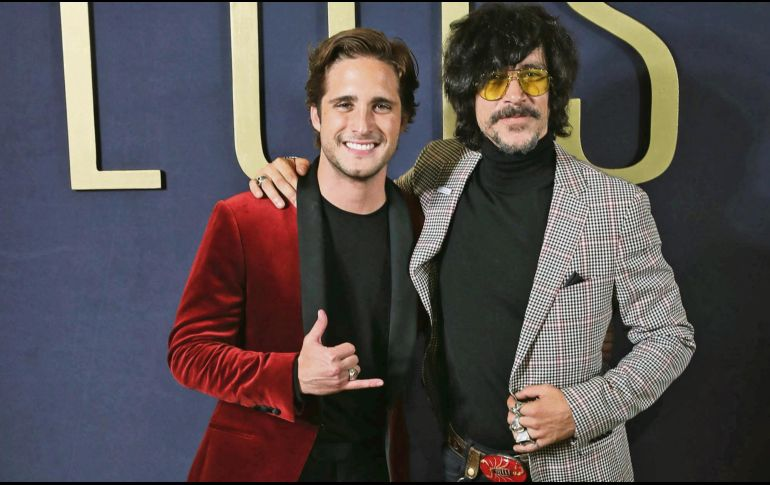 Buenos amigos. Diego Boneta junto con Óscar Jaenada. SUN