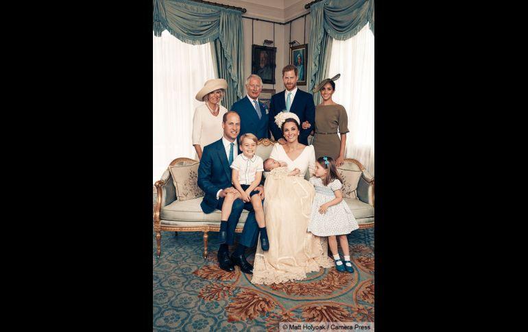 Difunden fotos oficiales del día del bautizo del príncipe Luis