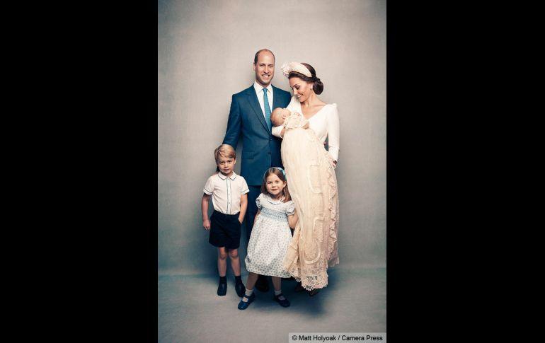 Todas las fotos oficiales del bautizo de Luis de Cambridge