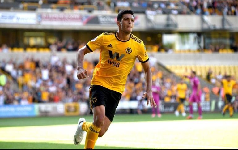 Raúl Jiménez anota su primer gol en su nueva casa