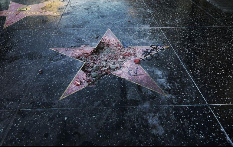 Ordenan quitar estrella de Trump