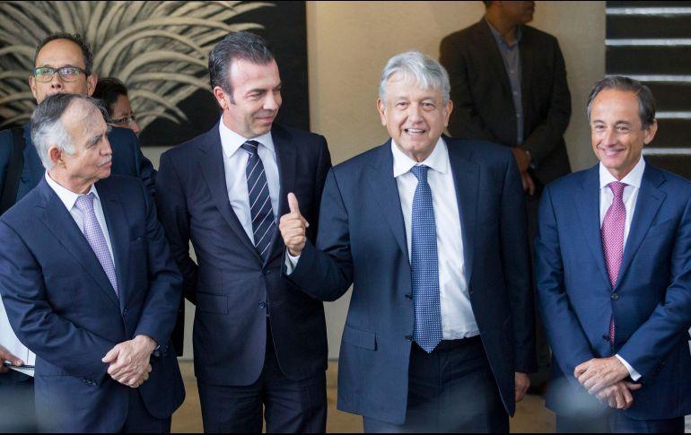 López Obrador salió acompañado del presidente del Consejo, Alejandro Ramírez y de Eduardo Tricio, presidente de Grupo Lala. NTX / J. Pazos