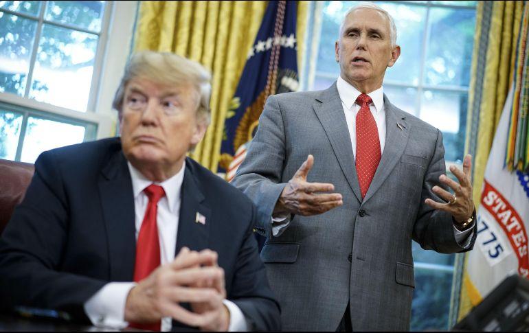 Trump exige desenmascarar a funcionario que dijo que combate sus