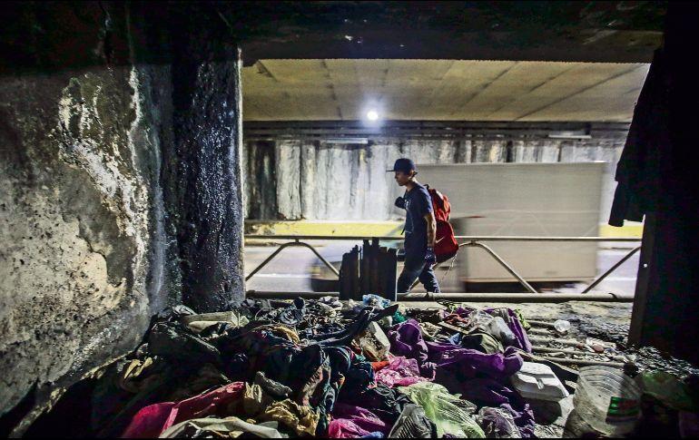Las personas sin hogar acumulan desechos en los respiraderos, una acción que colabora a las inundaciones como la ocurrida el 12 de septiembre. EL INFORMADOR/F. Atilano