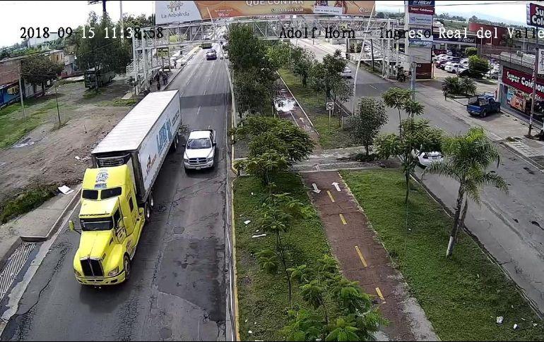 La caja de tráiler con más de 150 cuerpos fue regresa al IJCF luego de pasar por Tlajomulco y Tlaquepaque. ESPECIAL
