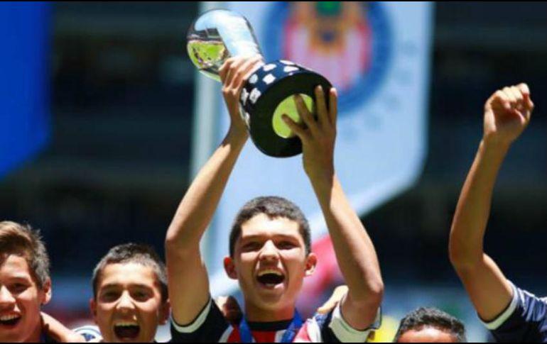 Según la publicación, Martínez es un delantero más completo que Javier