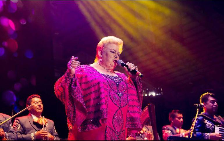 La cantante dedicó el concierto a los hombres. FACEBOOK / FiestasdeOctubreJal