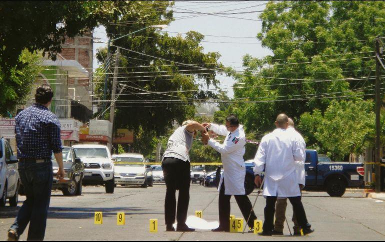 Peritos federales en criminalística realizan la recreación del asesinato del periodista Javier Valdez, ocurrido el 19 de mayo de 2017.