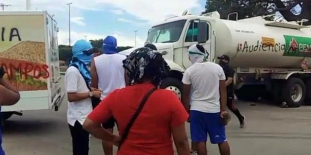 Normalistas bloquean calles en Tapachula, Chiapas