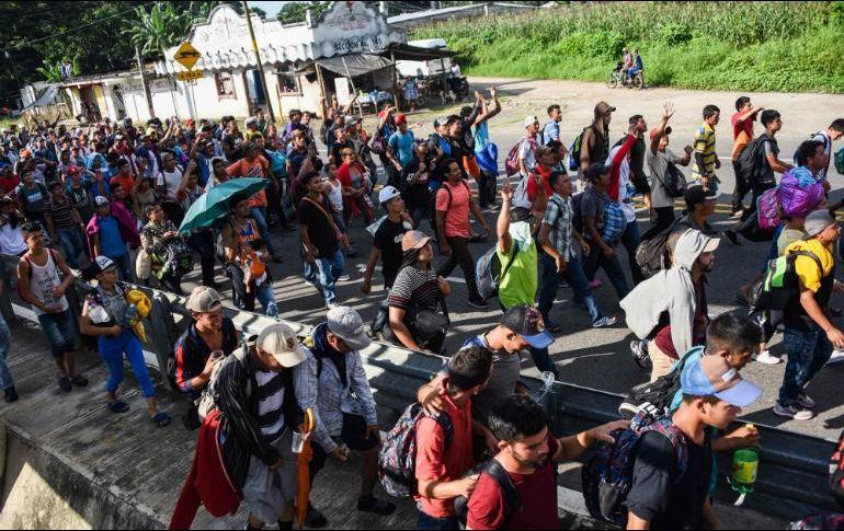 Trump amenaza a Honduras, Guatemala y El Salvador — Caravana de migrantes