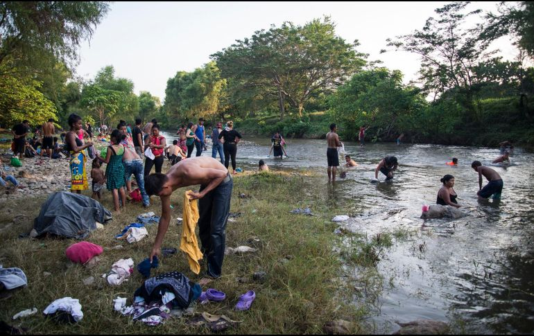 Guatemala pide a caravana migrante no exponer a niños