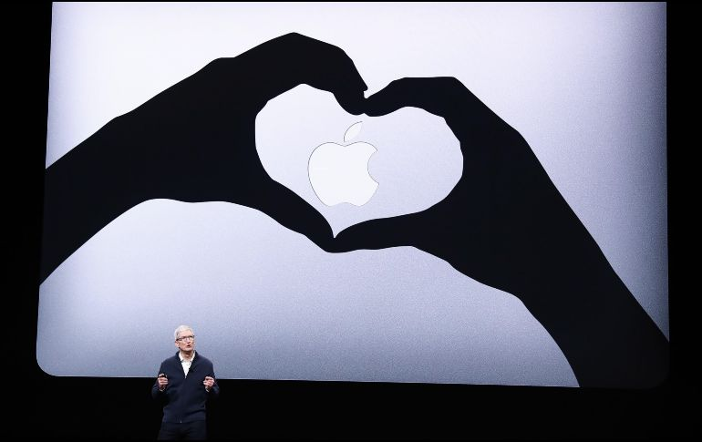 El consejero delegado de Apple, Tim Cook, ofreció un discurso durante un evento en la Brooklyn Academy of Music en Nueva York. EFE / J. Lane