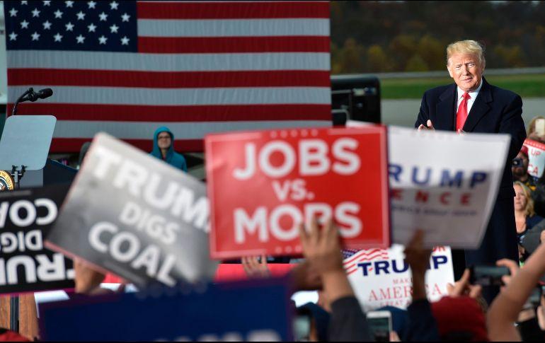 Trump declaró que lanzar piedras sería visto como una amenaza letal. AFP/N. Kamm