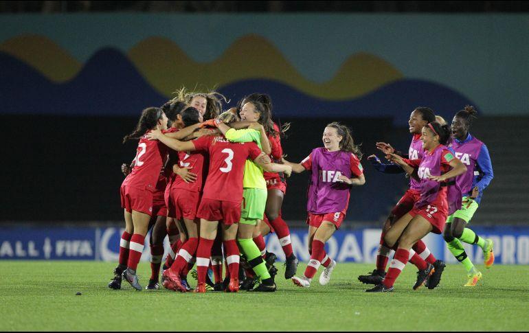 Las jugadoras de Canadá celebran la clasificación tras la victoria ante Alemania. La revancha canadiense será buscada este miércoles. EFE / F. Anfitti