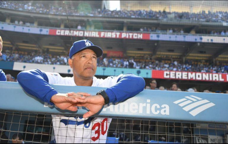 Dodgers acuerdan contrato con el director Dave Roberts