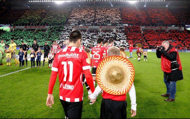 Así recibió el PSV a Carlos Salcido como embajador