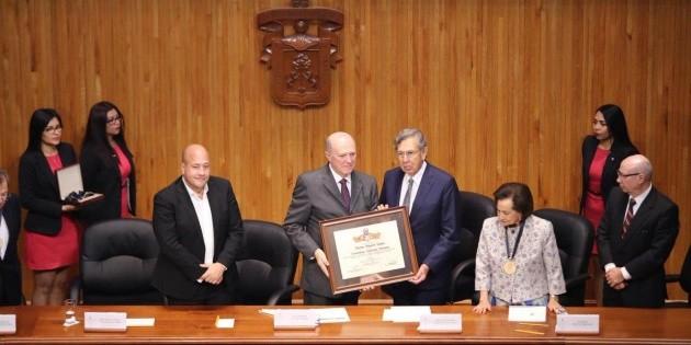 Distingue Universidad de Guadalajara a líderes de movimientos de izquierda