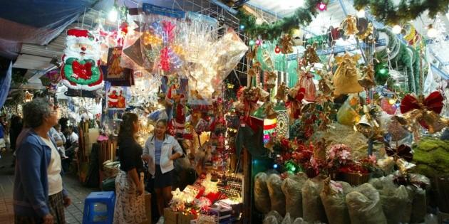 Policía de Guadalajara realiza operativo en ferias y tianguis navideños