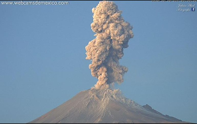 Reportan explosión del Popocatépetl de dos mil 500 metros de altura