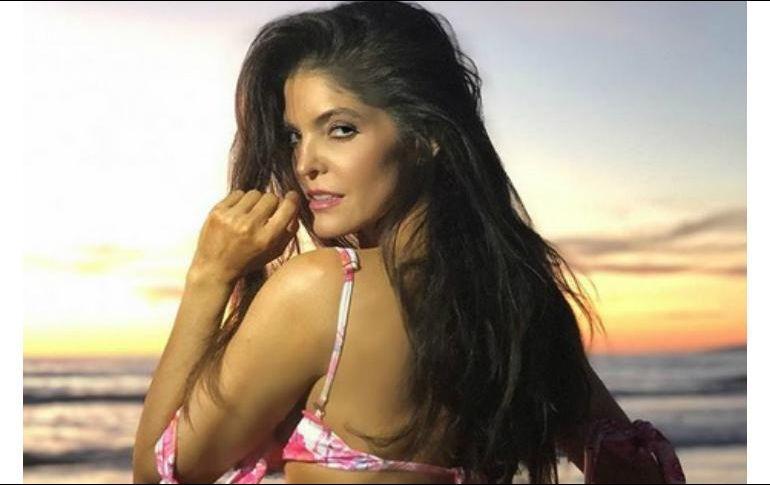 Bikini model ana remarkable, rather