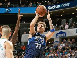 El novato Luka Doncic sigue sorprendiendo y ayer ayudó a la victoria de los Mavericks. AFP / Williams-Smith