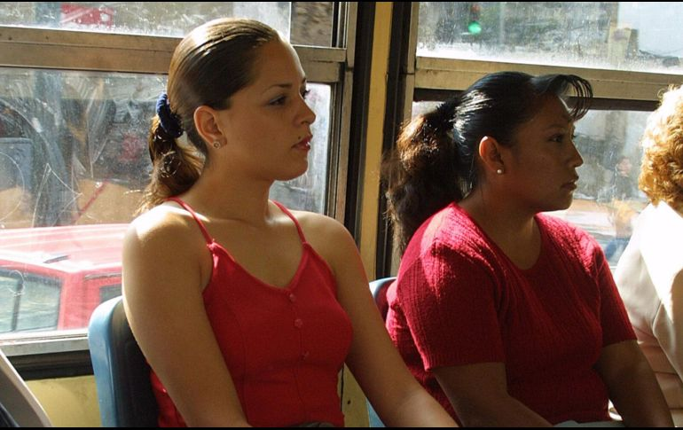 El traslado diario es para muchas mujeres escenario donde el acoso es regular. ARCHIVO / EL INFORMADOR