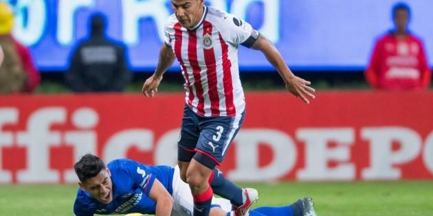 Estuve tres años en Chivas con contratos de seis meses: Salcido