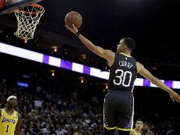 Comandados por Kevin Durant y Stephen Curry, los Warrios vuelven a vencer a los Lakers. AP
