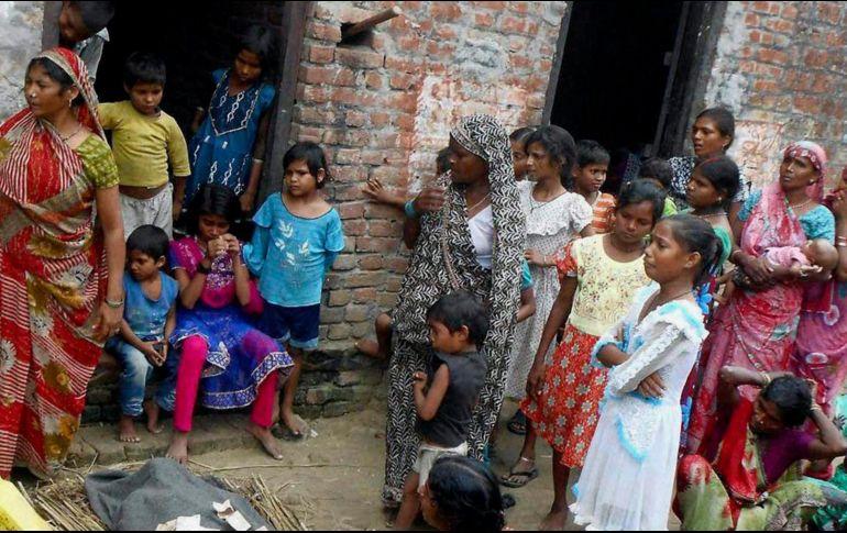 Más de 100 muertos en India por beber alcohol adulterado