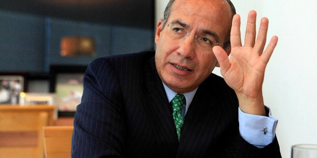 Inversión privada redujo costos para CFE, dice Felipe Calderón sobre contratos
