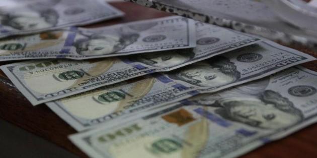 Dólar gana terreno, se vende hasta en 19.54 pesos en bancos