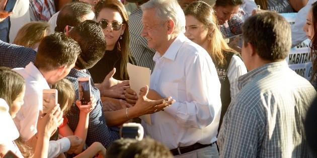 """López Obrador manda a hacerle """"una limpia"""" a la silla presidencial"""