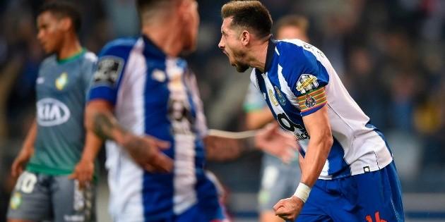 Héctor Herrera anota en victoria del Porto