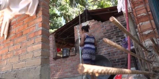 Reconstruyen sus casas a poco más de un año del sismo en Oaxaca